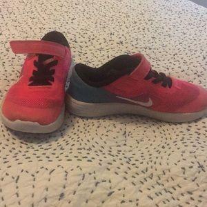 Girls Nike revolution 3 shoes